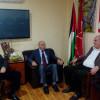 الديمقراطية والفلسطينية لتصعيد التحركات الجماهيرية  حتى تتراجع الاونروا عن تقليص خدماتها